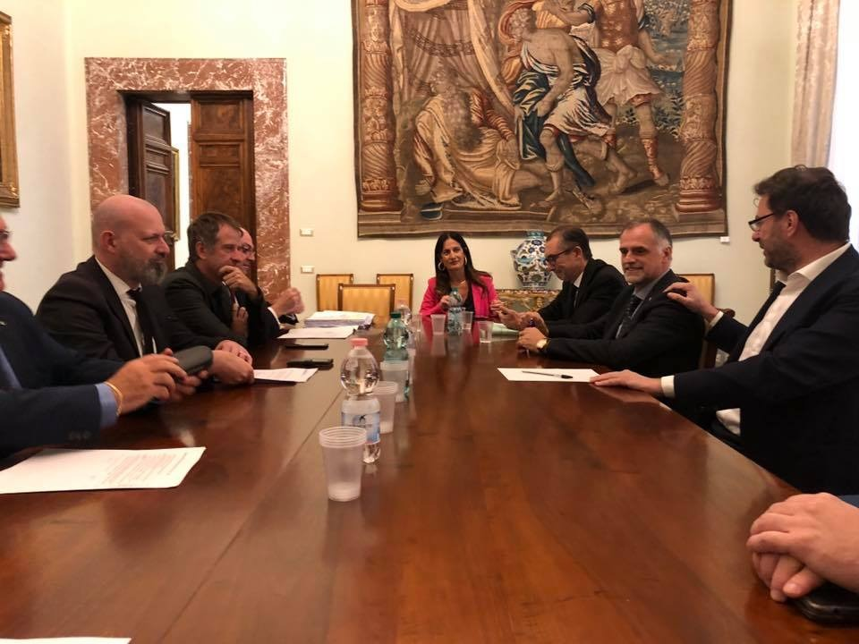 Bonaccini e Caparini durante il confronto sul DEF con il Sottosegretario alla Presidenza del Consiglio Giancarlo Giorgetti, e i Sottosegretari al ministero dell'Economia e Finanze, Massimo Garavaglia e Laura Castelli